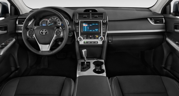 2013-toyota-camry-4-door-sedan-i4-auto-se-natl-dashboard_100414764_l